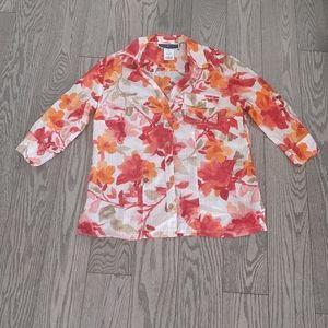 Beautiful floral pattern blouse by Karen Scott🌸